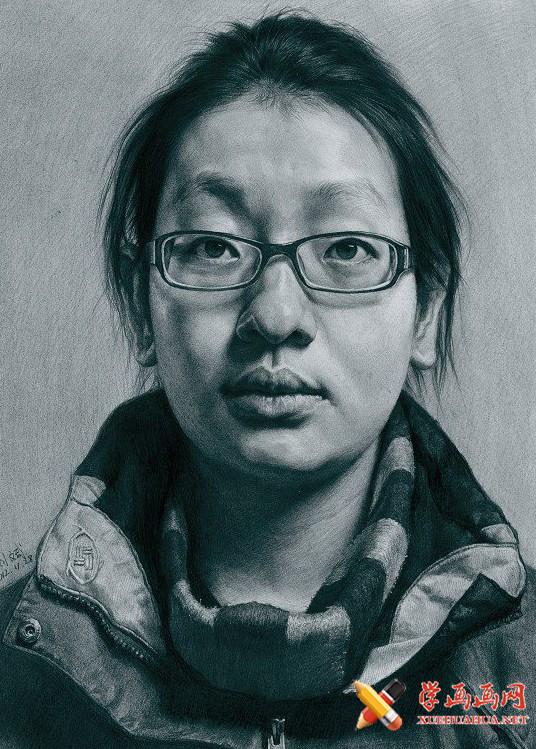 刘斌画室戴眼镜女学生素描头像