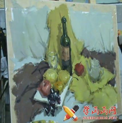 水粉静物视频教学:红酒瓶、玻璃杯、水果、黄绿衬布组合(1)