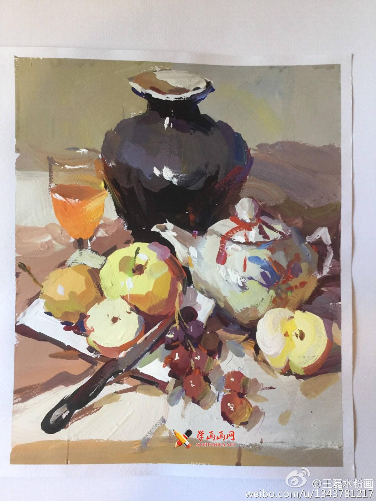 水粉画范画:茶壶、陶罐、苹果、葡萄、水果刀的画法(1)