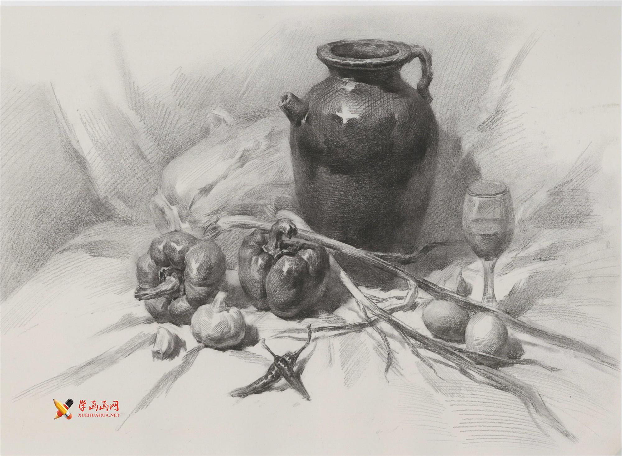 素描深色罐子、青椒、鸡蛋、葱、高脚杯的组合画法高清图片(1)