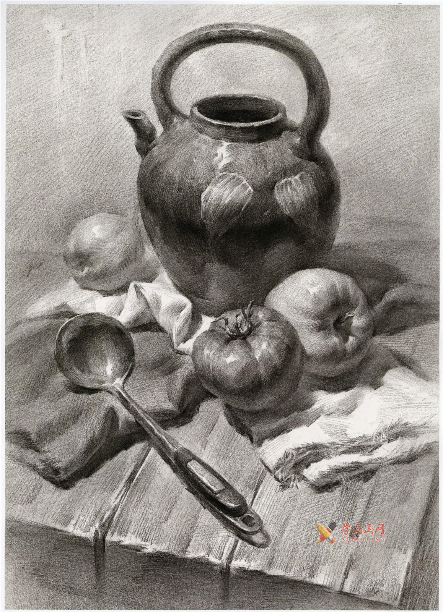 素描深色瓷壶、西红柿、不锈钢勺、水果的组合画法图片(1)