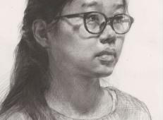 优秀素描头像范画:戴眼镜的侧面女子素描头像高清范画图片