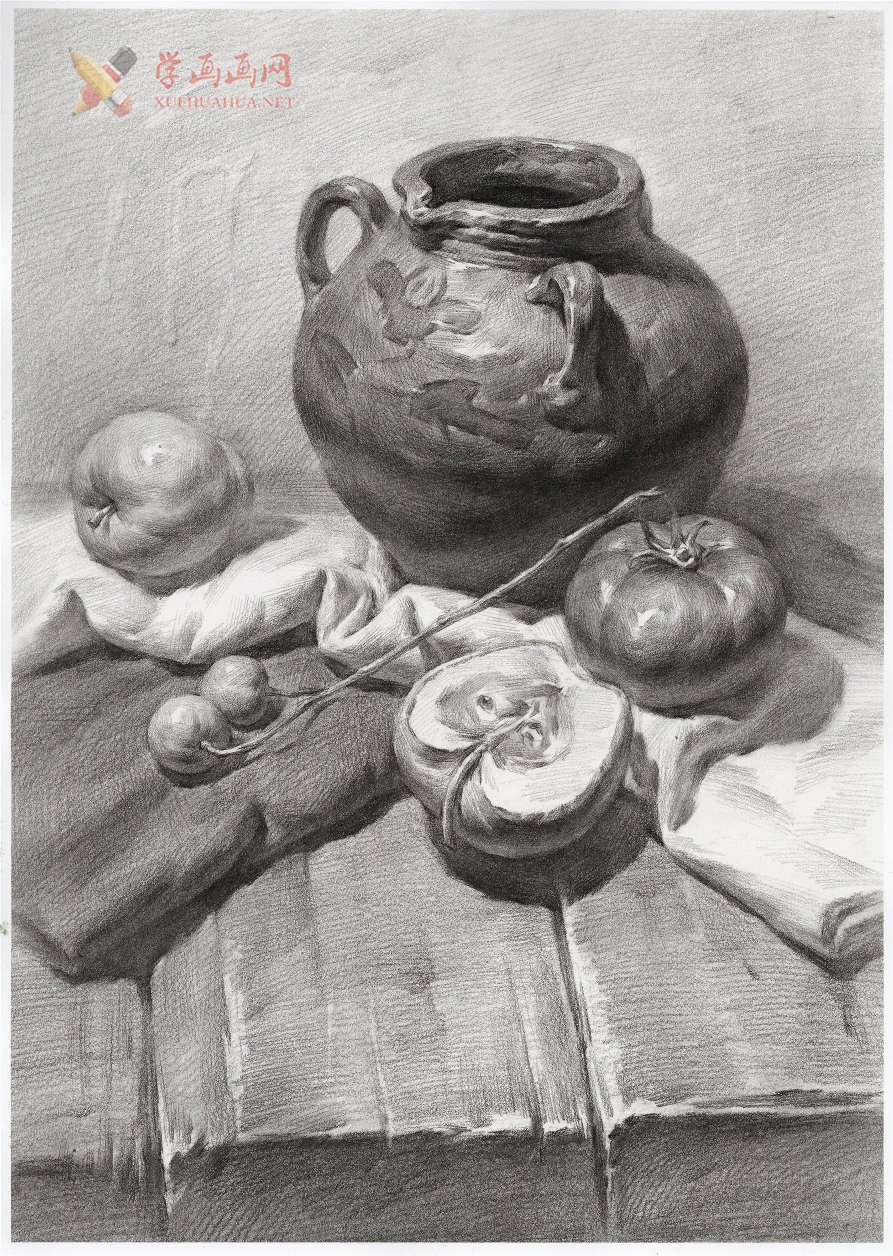 优秀素描静物图片_素描陶罐、梨、西红柿、苹果、木桌的画法(1)
