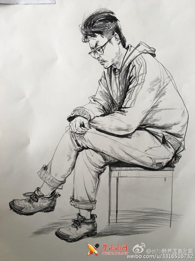 侧姿眼镜男青年速写范画临摹图片(1)
